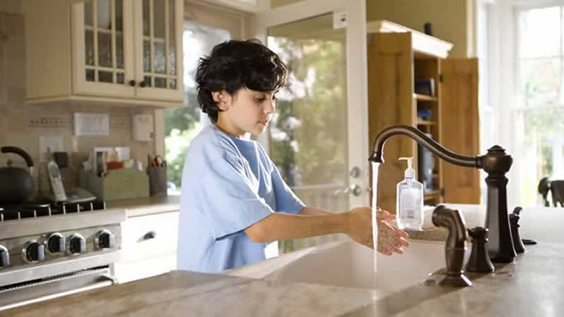 Kid washing hands